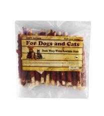 For Dogs and Cats Pochoutka Kachní maso na bůvolí tyčce 250 g